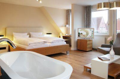 Ein Highlight: Integriert in das Doppelzimmer Superior ist eine freistehende Badewanne