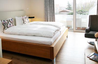 Urlaub und Erholung beginnen hier: Design, Ausstattung und Ambiente unserer Zimmer sorgen für durchweg zufriedene Gäste