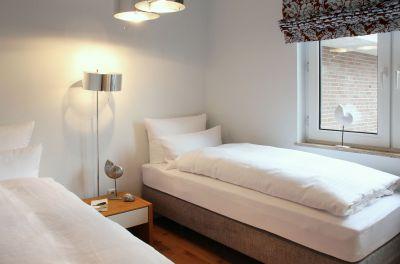 ... und Schlafzimmer Nr.2 mit zwei Einzelbetten