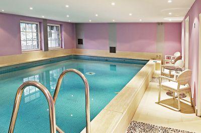 Urlaub, wie er sein soll: Drehen Sie eine Runde in unserem auf etwa 30° C beheizten Pool (ca. 50 qm groß) und ...