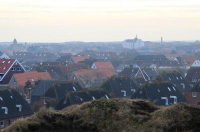 Das Wahrzeichen der Insel, der Wasserturm, bietet eine tolle Aussicht über das Dorf und die Dünen